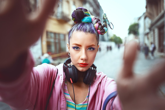 Cool funky young girl with headphones and crazy hair enjoy power of music taking selfie on street – hipster woman with trendy avant garde look feeling awesome -  Music fan concept with carefree teen having fun