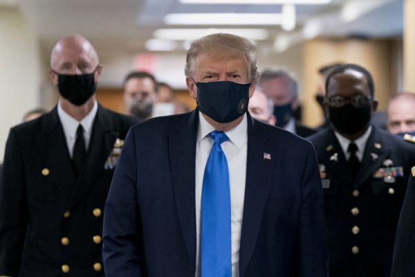 U.S. President Donald Trump wears a protective mask while visiting Walter Reed National Military Medical Center in Bethesda, Maryland, U.S., on Saturday, July 11, 2020. Trump wearing a mask is the first public photo opportunity since the start of the coronavirus outbreak as cases continue to pile up. Photographer: Chris Kleponis/Polaris/Bloomberg via Getty Images